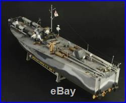 Italeri 135 5624 British MTB 74 Vosper Motor Torpedo Boat with Crew Model Ship