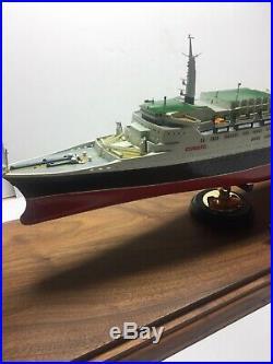 Queen Elizabeth 2 Cunard Ocean Liner Cruise Ship Model 25.5 WITH CUSTOM CASE