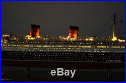 RMS Queen Elizabeth Cunard Line Ocean Liner Wooden Ship Model 39 with lights